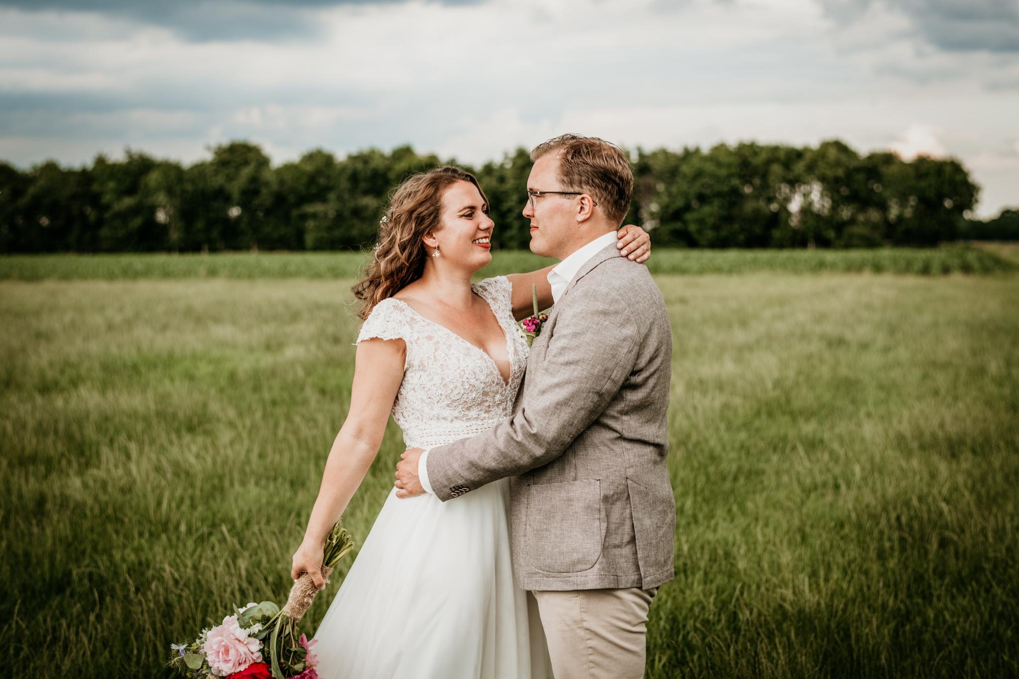 Kleine intieme bruiloft op de camping