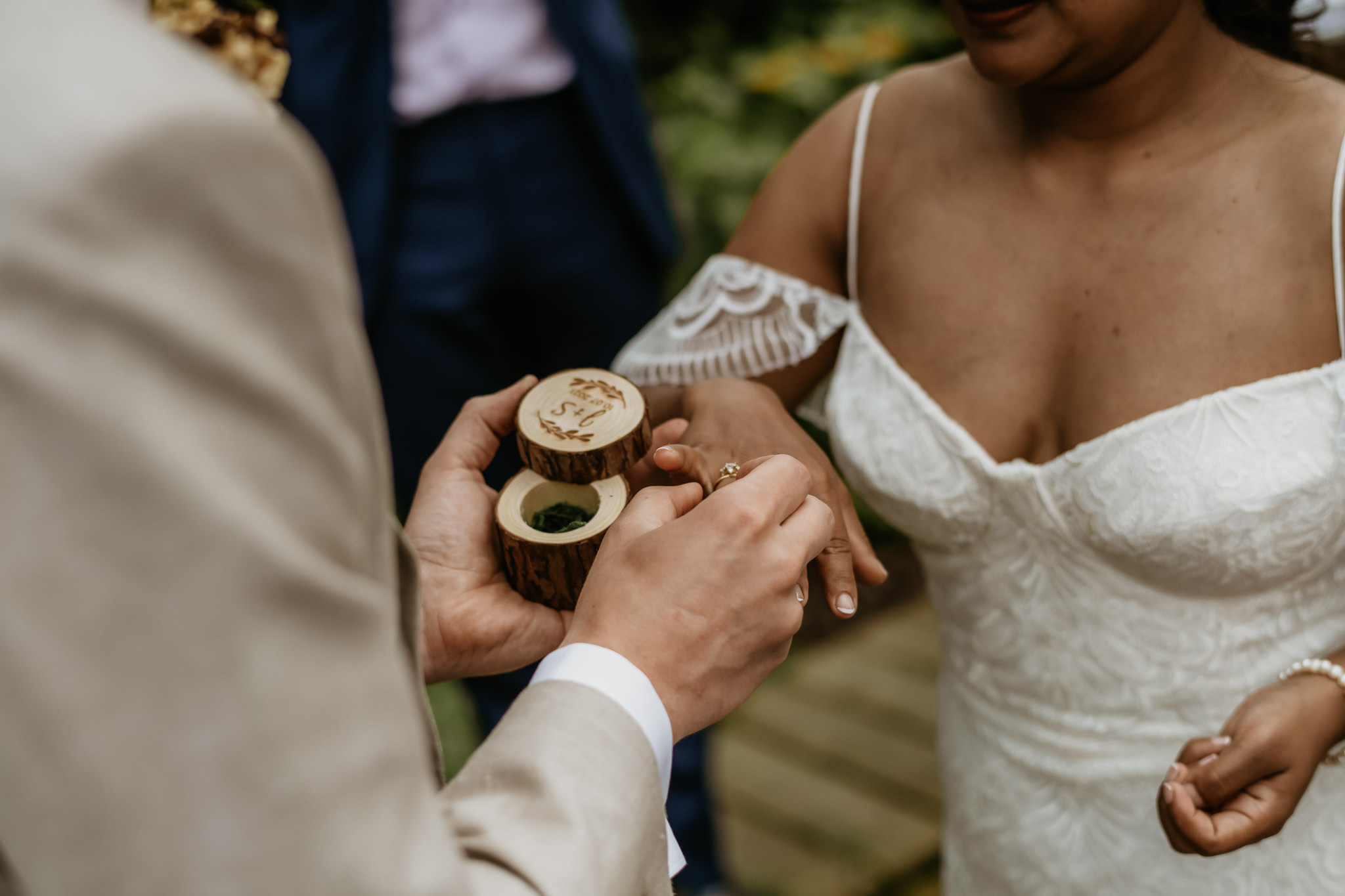 Heerlijke bruiloft in eigen tuin - thuis trouwen